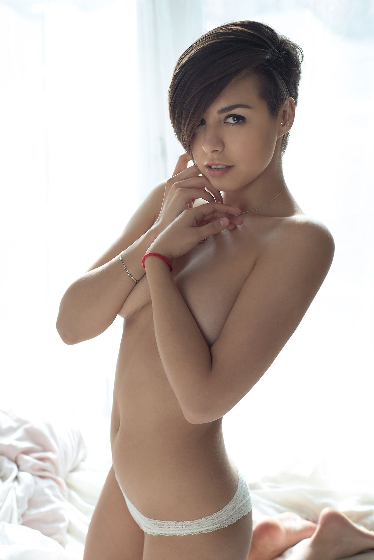 short-hairstyle-naked-hot-girls-eat-the-best